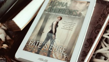 Fate's Edge The Edge 3 Ilona Andrews Elaine Howlin Bookstagram