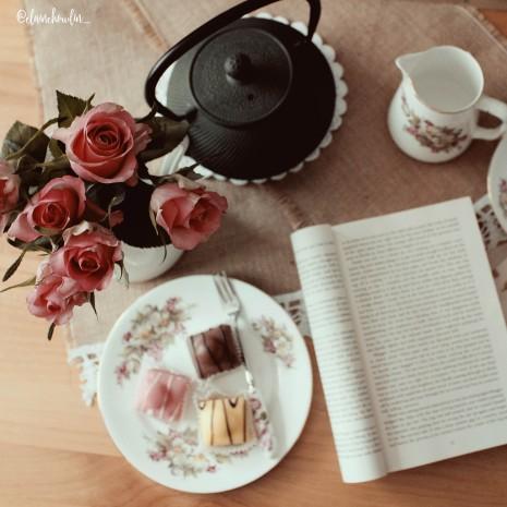 Roses fondant fancies tea pot book Elaine Howlin Bookstagram